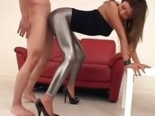 Japonesa en leggins de latex