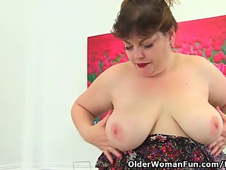 British BBW milf Vintage Fox gets busy..