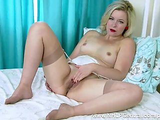 Blonde Anna Belle pussy play in vintage..
