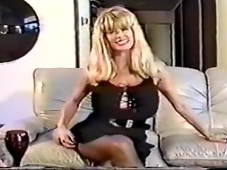 HUGE TITS MILF FROM THE 80s